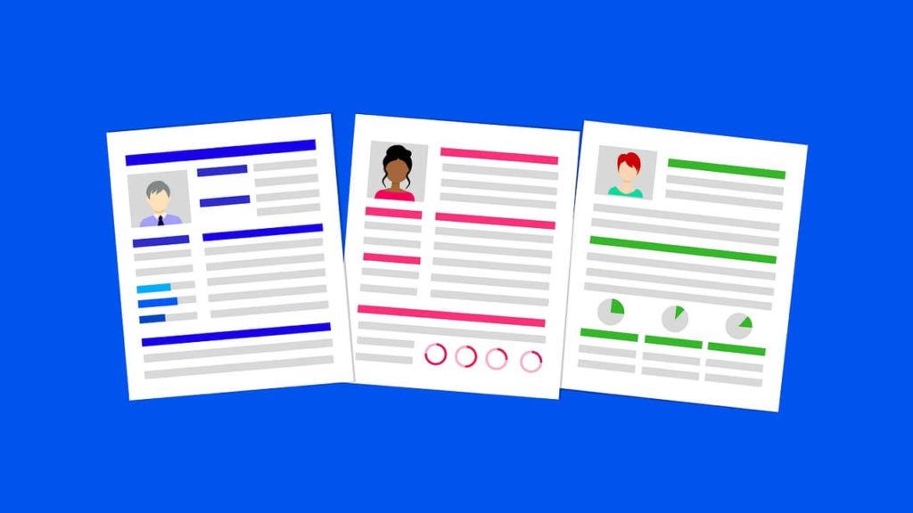 履歴書3枚と青い背景