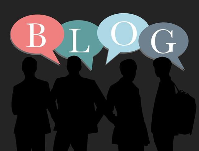 blogの吹き出しと4人のシルエット